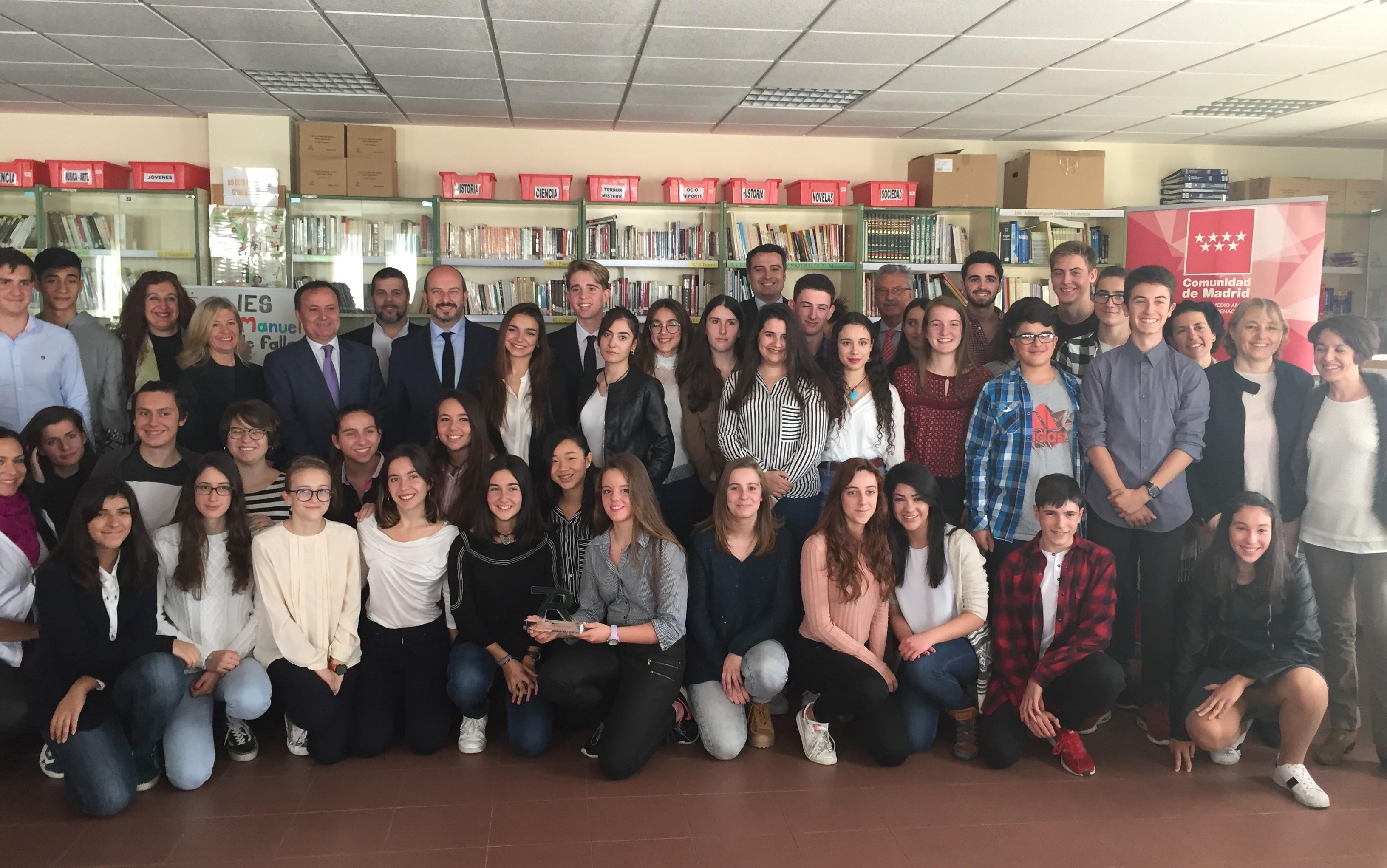 Alumnos y autoridades en la entrega del I Premio Madrid 7R